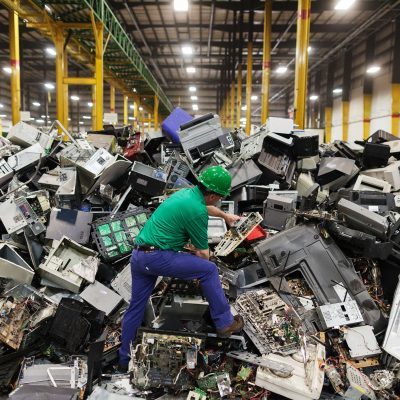 Each U.S. Family Trashes 400 iPhones' Worth of E-Waste a Year