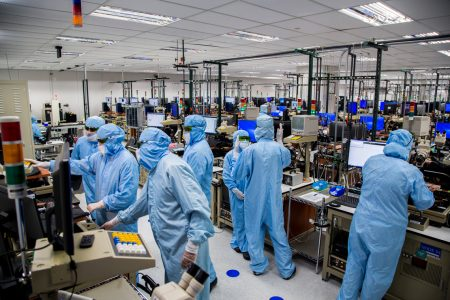 Apple invests $390 million in TrueDepth component makerFinisar