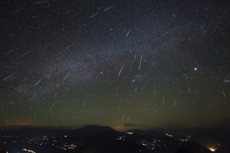 The Gemini meteor shower is tonight and the skies are perfect—here's how to watch