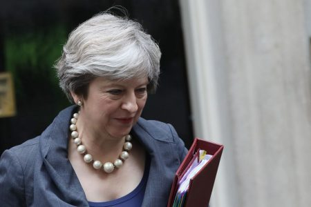 May's Cabinet Won't Agree Brexit Plan This Week, Official Says