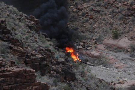 3 killed in Grand Canyon sightseeing helicopter crash