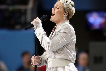 Pink overcomes flu, delivers emotional national anthem that almost hits highest note