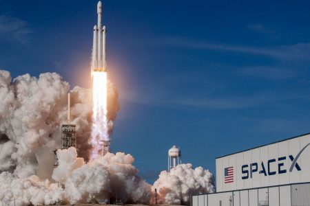 SpaceX Falcon Heavy: Way big and cool, but who wants it?