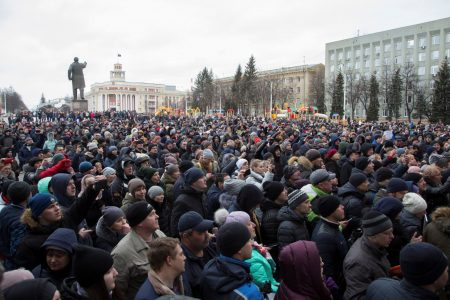 Distraught residents demonstrate after Russian mall fire kills at least 41 children