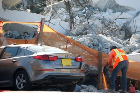 First vehicles pulled from wreckage of collapsed Florida bridge