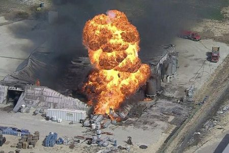 Toxic air, explosion risk keeps crews from Texas plant fire