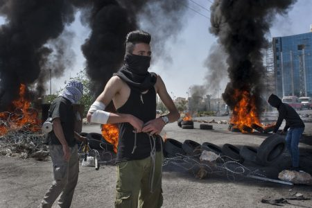 Palestinians Clash With Israeli Troops for Second Week in Gaza