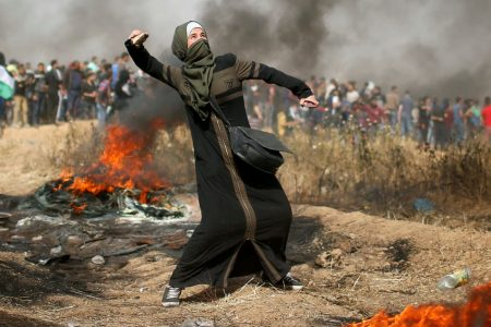 Thousands of Palestinians demonstrate at Gaza border for a third week, hundreds injured