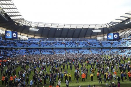 Man City celebrates title, Wenger's farewell starts with win