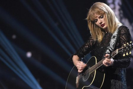 Man arrested outside Taylor Swift's house had knife, rope