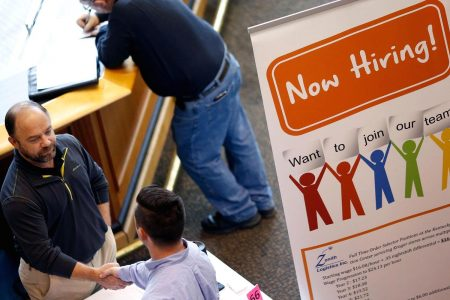 US weekly jobless claims total 211000, vs 218000 expected