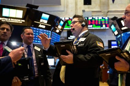 Dow rallies more than 250 points as Apple leads tech higher