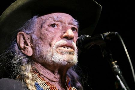 Willie Nelson looks angry when he walks off stage at concert, claims illness