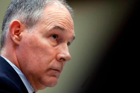 Memo says Pruitt flew first class to avoid 'lashing out from passengers'