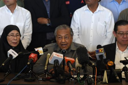 Malaysia's Mahathir Mohamad set to become world's oldest leader