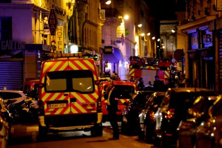 Attacker stabs five in Paris, killing one before police take him down