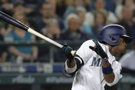 Mariners' Dee Gordon has broken toe, joins Cano on DL