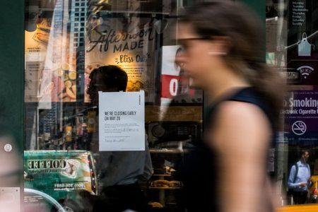 8000 Starbucks Stores Shut for Worker Anti-Bias Training