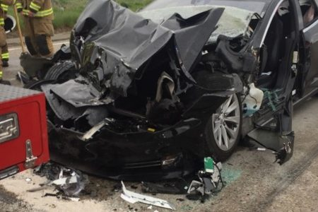 Tesla with Autopilot slams into truck stopped at red light