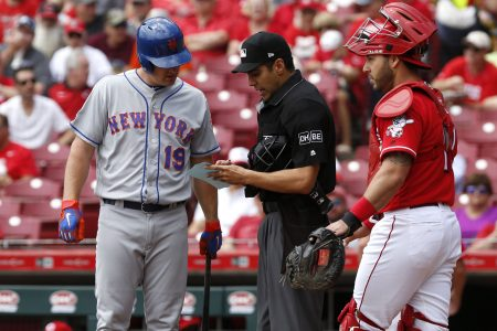 Mets bat out of order in first inning against Reds, go on to lose 2-1 in 10 innings