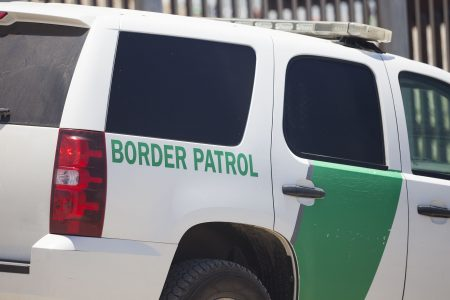 Border Patrol agent questions two US citizens for speaking Spanish in Montana gas station