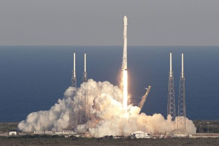 Elon Musk's SpaceX is using a powerful rocket technology. NASA advisers say it could put lives at risk.