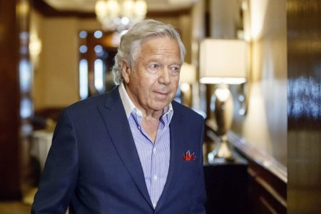 Patriots owner Robert Kraft does some damage control over Tom Brady's absence