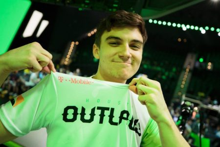 A win over Boston puts the Houston Outlaws on top of the standings