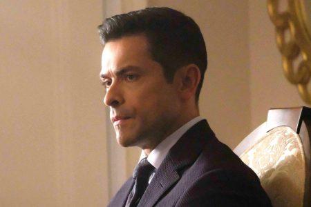 Riverdale creator says we'll see a 'much darker' Hiram Lodge in season 3