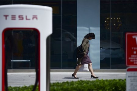 Tesla, Once a Wall Street Darling, Faces Investor Challenge