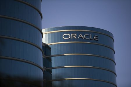 Oracle Projects Profit That Falls Short of Analyst Estimates