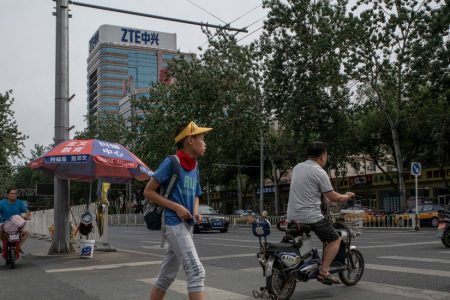 ZTE Shares Plunge 40% as Congress Threatens to Block Deal With Trump