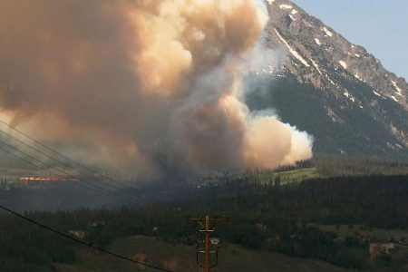 Colorado fire grows, sends thousands fleeing