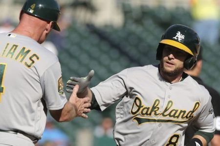 Lowrie's homer in 9th lifts A's over Tigers 5-4