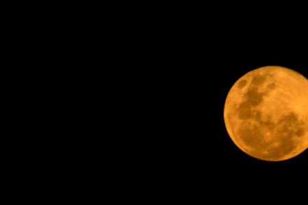 Wednesday wonder: See the 'Strawberry' full moon and Saturn at its closest point of the year