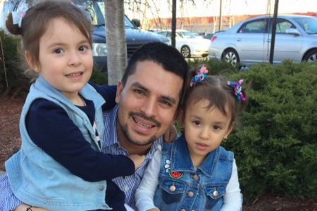 Pizza delivery man facing deportation draws stay, support of leaders