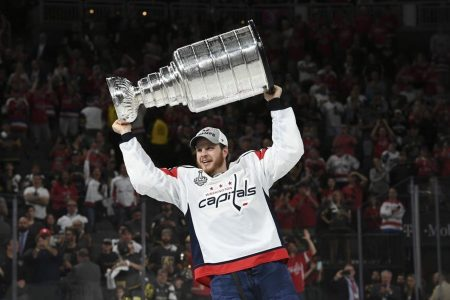 John Carlson re-signs with Capitals for eight years, $64 million