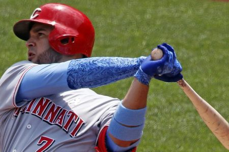 Suarez homers, Votto drives in 2 as Reds edge Pirates 8-6