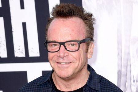 """Trump critic Tom Arnold tweets photo with Michael Cohen, says they are on """"same side"""""""