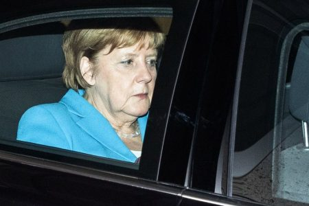 Merkel, to Survive, Agrees to Border Camps for Migrants