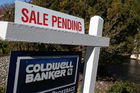 Pending home sales inch 0.9 percent higher in June, but are weaker than they were last year