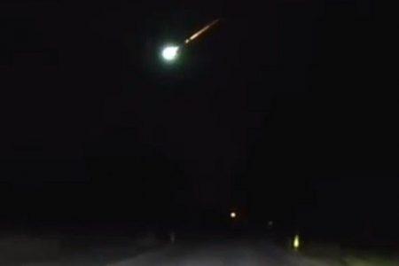 Fireball flies across Midwest skies Sunday, leaves 'brilliant green light'