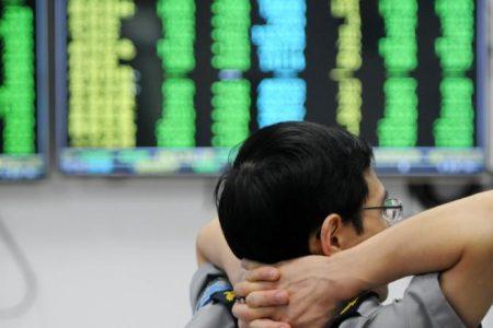 Global stocks slump as US steps up trade war