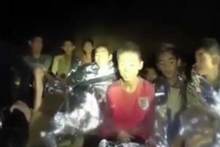 Thai cave rescuers face race against time as oxygen levels drop