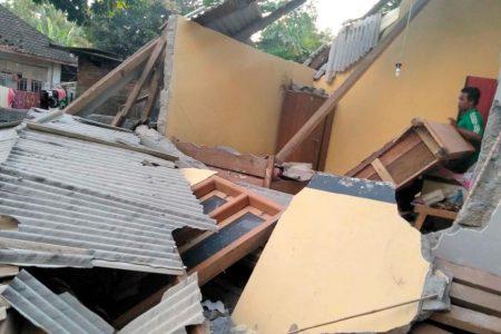 Lombok earthquake: 14 killed on Indonesian tourist island