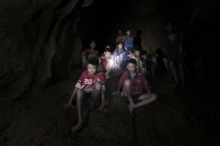 Efforts to rescue boys from Thai cave stall as it becomes clear just how risky every method is