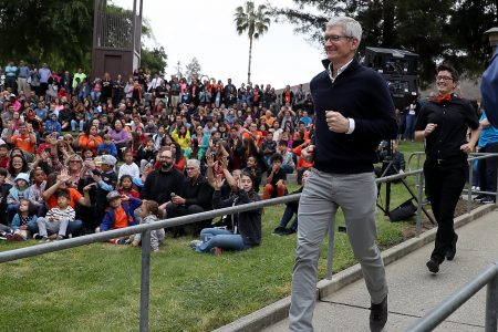 Apple's earnings impress and the stock is rising in after-hours trading