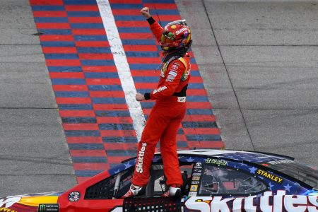 Kyle Busch outduels Kyle Larson at Chicagoland Speedway, earns fifth win of 2018