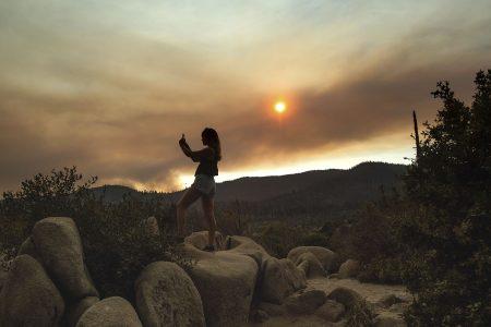 Thousands evacuate Yosemite as firefighters battle encroaching blaze