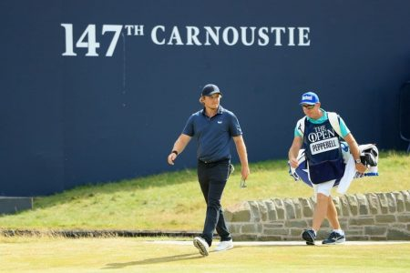 Golfer doesn't let hangover get in way of shooting British Open's best final round